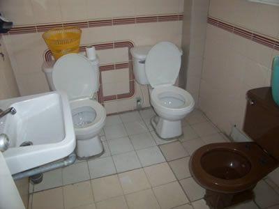 Pues, ¿a quien no le ha pasado que necesita el baño y esta ocupado??